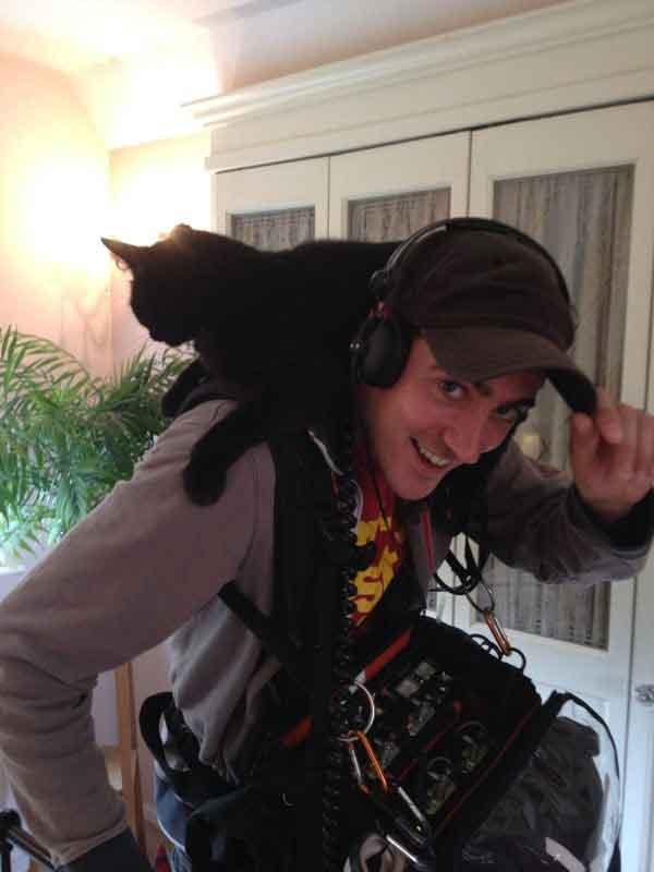 Cat-on-me-back